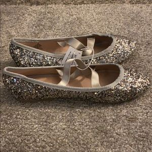 NWT Old Navy flats 4 youth